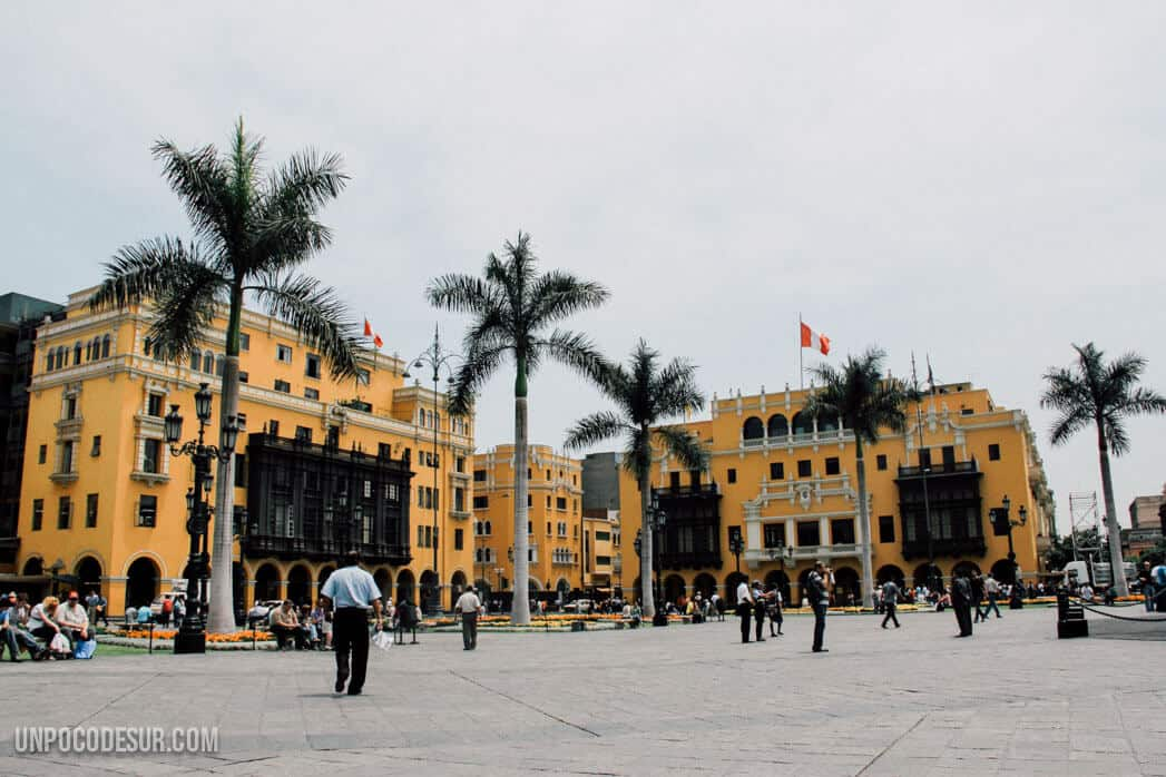 Backpackers in Lima
