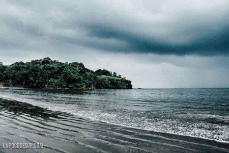 Playa negra mompiche