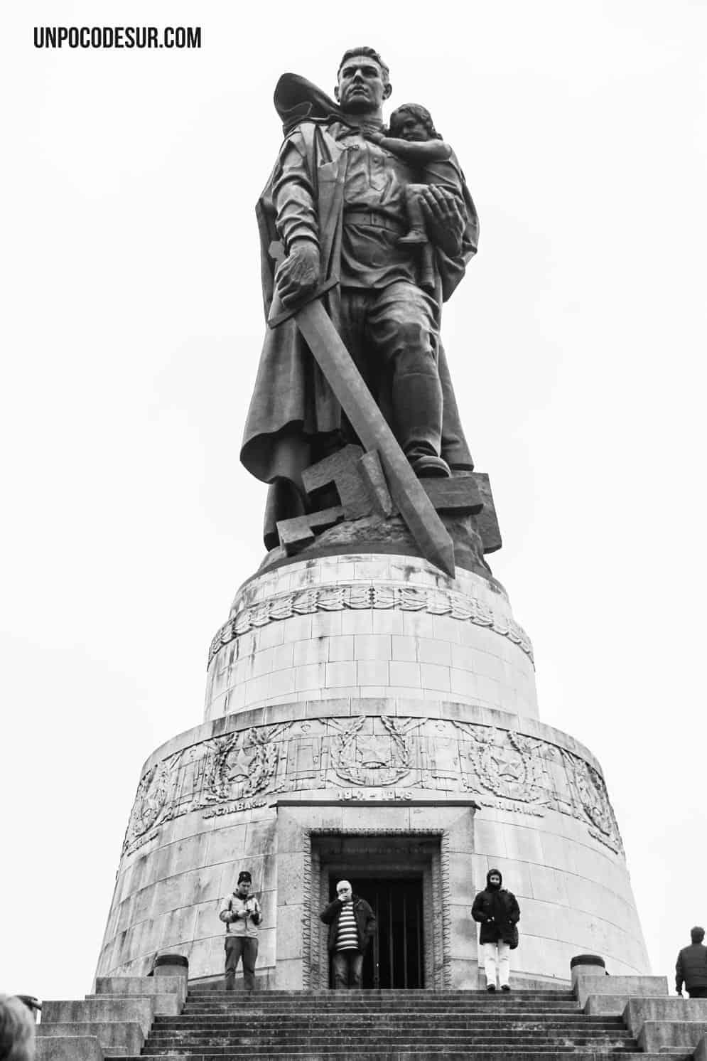 Monume to Sovietico treptower park